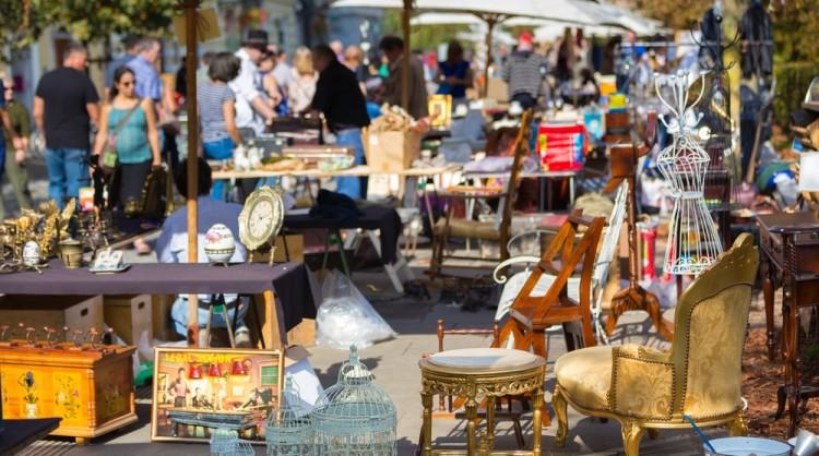 Top 5 flea markets in rome through eternity tours - Porta portese affitti appartamenti roma ...