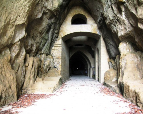 Crypta Neapolitana and the legend of Virgil's Tomb