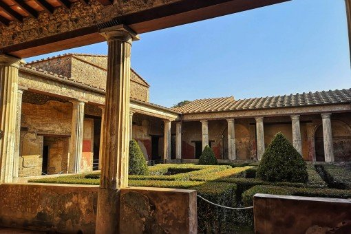 Pompeii Day Trip from Rome by Fast Train and Car Service