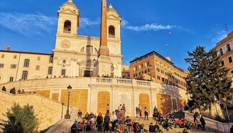 Discover the iconic beauty of the Spanish Steps