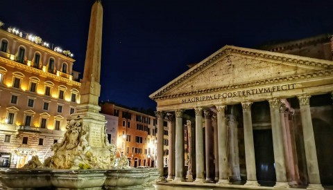 Admire the incredible pantheon, ancient Rome's temple to all the gods, on our Rome at Twilight tour