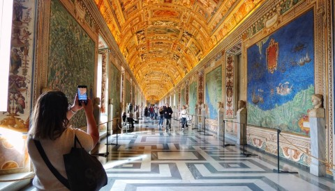 Recreate the landscapes of Renaissance Italy in the Vatican Hall of Maps