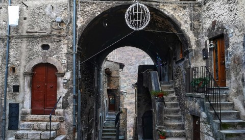 Abruzzo Virtual Tour: On the Trail of Medieval Monasteries and Mountain Towns - image 4