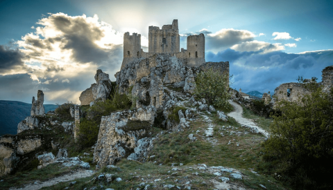 Abruzzo Virtual Tour: On the Trail of Medieval Monasteries and Mountain Towns - image 1